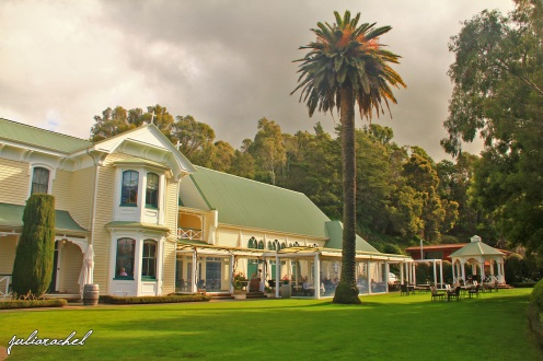 juliarachel-mission-estate-lawn
